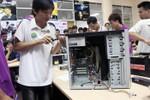 Sinh viên Hà Nội tranh tài lắp ráp máy tính