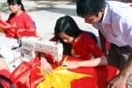 Cô học trò nhỏ và 300 lá cờ gửi chiến sỹ Trường Sa