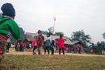 """Ở cổng trời Lũng Luông, thầy và trò """"vo cái rét"""" đến trường"""