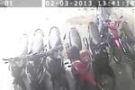 Clip: Dùng kìm cộng lực cắt xích trộm xe máy