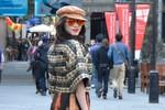 Lý Nhã Kỳ ăn mặc 'dị' dạo phố