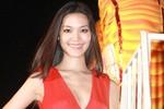 Hoa hậu Thùy Dung mặc hở tại Carnaval Hạ Long 2013