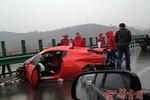 Hai siêu xe Ferrari đâm nhau tan tành trên đường cao tốc