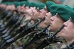 Thụy Sĩ tuyển thêm quân, sắm thêm vũ khí phòng châu Âu sụp đổ