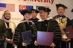 Vợ chồng ông Dũng lò vôi nhận bằng tiến sĩ và được phong giáo sư Mỹ