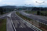 Phó Thủ tướng chỉ đạo triển khai xây dựng một số đoạn cao tốc Bắc - Nam