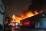 Cháy dữ dội ở Tổng kho Sacombank