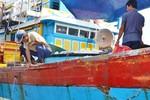Từ Hoàng Sa trở về: Tàu cá ngư dân Quảng Ngãi bị uy hiếp và đâm tơi tả