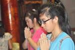 Sĩ tử Hà Nội nô nức về Văn Miếu cầu may