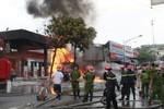 Video: Diễn biến vụ cháy cây xăng khiến 6 người bị thương ở HN