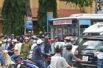Công an giải cứu nhân viên xe buýt bị hàng chục đối tượng vây đánh