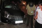 Xe ôtô Nissan tông 2 phụ nữ đi xe đạp, 1 người nguy kịch