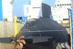 """Hình ảnh đầu tiên tàu ngầm Kilo Hà Nội """"khoe mình"""" trên vịnh Cam Ranh"""