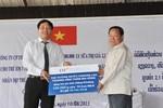 TH True Milk trao 300.000 ly sữa cho trẻ em nước bạn Lào