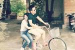 Khắc Tiệp - Ngọc Trinh 'tình tứ' đi xe đạp ở Côn Đảo