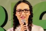 Hoa hậu Ngọc Diễm lạ lẫm khi thành nữ sinh cấp 3