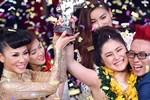 Tranh cãi chuyện 'cắt liên lạc' với Thu Minh, Hương Tràm bị 'ném đá'