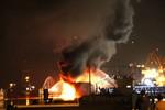 Tàu chở xăng bốc cháy dữ dội trong khi bơm xăng tại cảng Hải Phòng