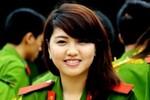 Chùm ảnh: Nữ sinh cảnh sát xì tin, xinh xắn trong ngày hội
