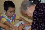 """Những hình ảnh xúc động về """"lớp học tật nguyền"""" của bà lão 80 tuổi"""