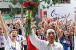 Chùm ảnh: Hiệu trưởng ĐH Ngoại thương nhảy flashmob cùng sinh viên