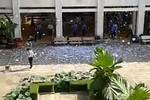 Video: Hàng trăm học sinh xé đề cương tốt nghiệp trắng sân trường