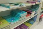 Giữa Thủ đô, mua sách giáo khoa gặp rất nhiều khó khăn