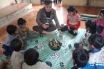 Tết của thầy Quý với học trò là bánh chưng tự gói, ít kẹo và chai nước ngọt