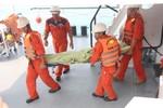 Đưa thi thể thuyền viên Myanmar tử vong trên biển vào đất liền