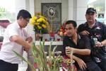Phước Sang, Quyền Linh, Tuấn Anh thăm mộ Lê Công Tuấn Anh
