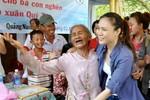 29 Tết - Mỹ Tâm vẫn mải miết làm từ thiện, ca hát