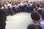 Hàng vạn người dân đuổi đánh hung thủ cắt cổ nữ sinh