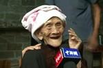 127 tuổi vẫn tinh anh, vui vẻ trả lời báo chí phỏng vấn