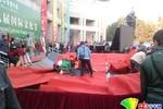 Sinh viên nhảy sập sân khấu vì điệu Gangnam Style