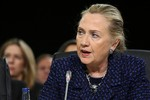 Hillary Clinton đập bàn tại Thượng viện Mỹ
