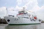 """Tàu  dò cá Trung Quốc """"to nhất châu Á"""" xâm nhập trái phép Trường Sa"""