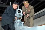 Hình ảnh Kim Jong-un kiểm tra vũ khí, khí tài do Triều Tiên chế tạo