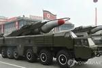 Triều Tiên kéo tên lửa đạn đạo tầm trung ra bờ biển phía Đông