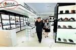 Chủ nhật Kim Jong-un đưa vợ đi shopping?