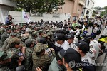Nạn nhân chất độc da cam bao vây nhà cựu Tổng thống Hàn Quốc