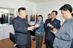 Kim Jong-un kiểm tra nhà máy vũ khí sản xuất đạn dược