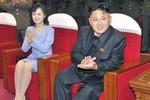 Ảnh: Vợ chồng Kim Jong-un đi xem ca nhạc