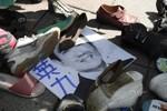 Video: 6 ngàn dân Đài Loan biểu tình ném giày đòi Mã Anh Cửu từ chức