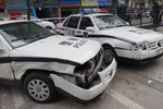 """Trung Quốc: Dân lái xe bus lao vào sở cảnh sát giao thông """"báo thù"""""""