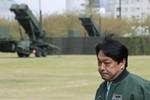 Bộ trưởng QP Nhật trực tiếp khảo sát nơi đặt radar theo dõi Triều Tiên