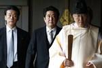Shinzo Abe thăm đền Yasukuni đẩy Mỹ vào thế bí, tiến thoái lưỡng nan