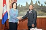 Đại sứ Trung, Nhật lại khẩu chiến trên báo Campuchia