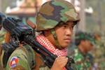 Trung Quốc viện trợ Campuchia 26 xe tải quân sự, 30 ngàn bộ quân phục