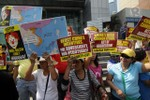 """Dân Philippines biểu tình: Kiên quyết không lấy """"củ cà rốt"""" Trung Quốc"""