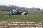 Trực thăng quân sự Trung Quốc gãy cánh đuôi rơi xuống ruộng